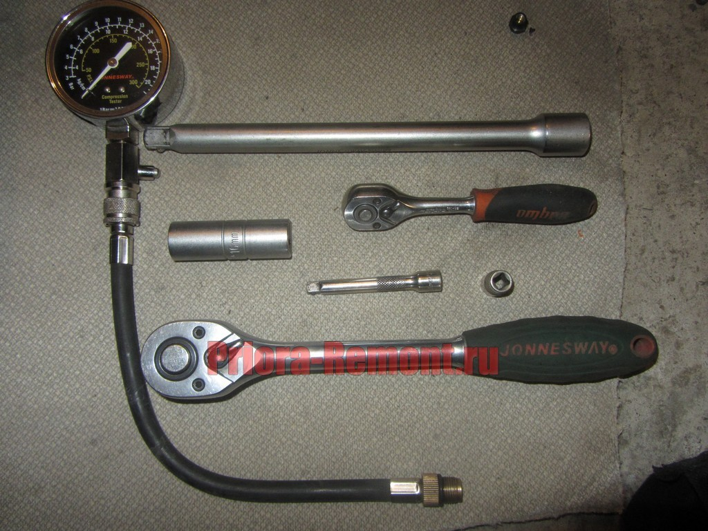 необходимый инструмент для проверки компрессии в двигателе Приора