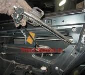 как вытащить механический стеклоподъемник двери на Приоре