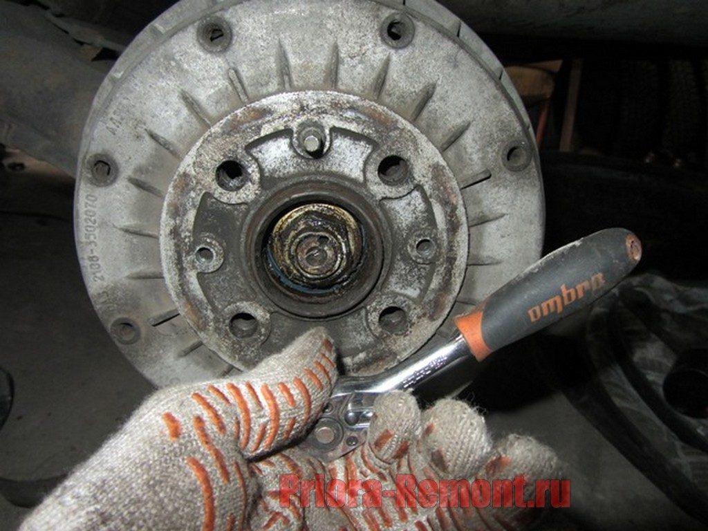 как открутить шпильки крепления тормозного барабана на Приоре