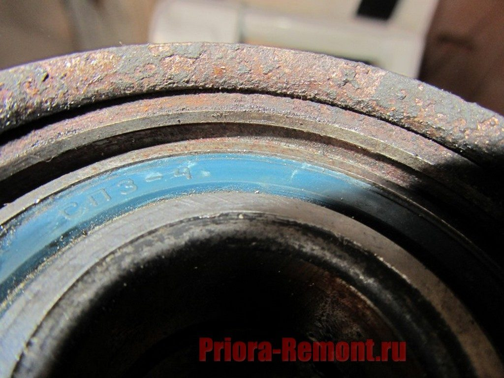 паз для установки стопорного кольца на Приоре