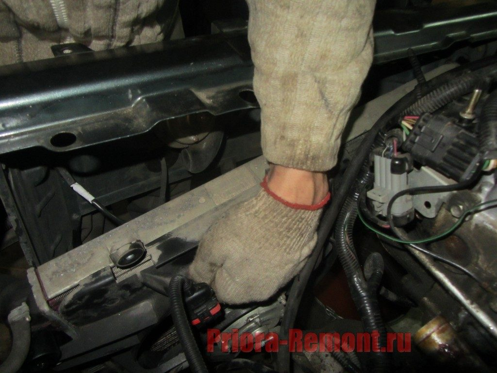 замена радиатора охлаждения двигателя на Приоре