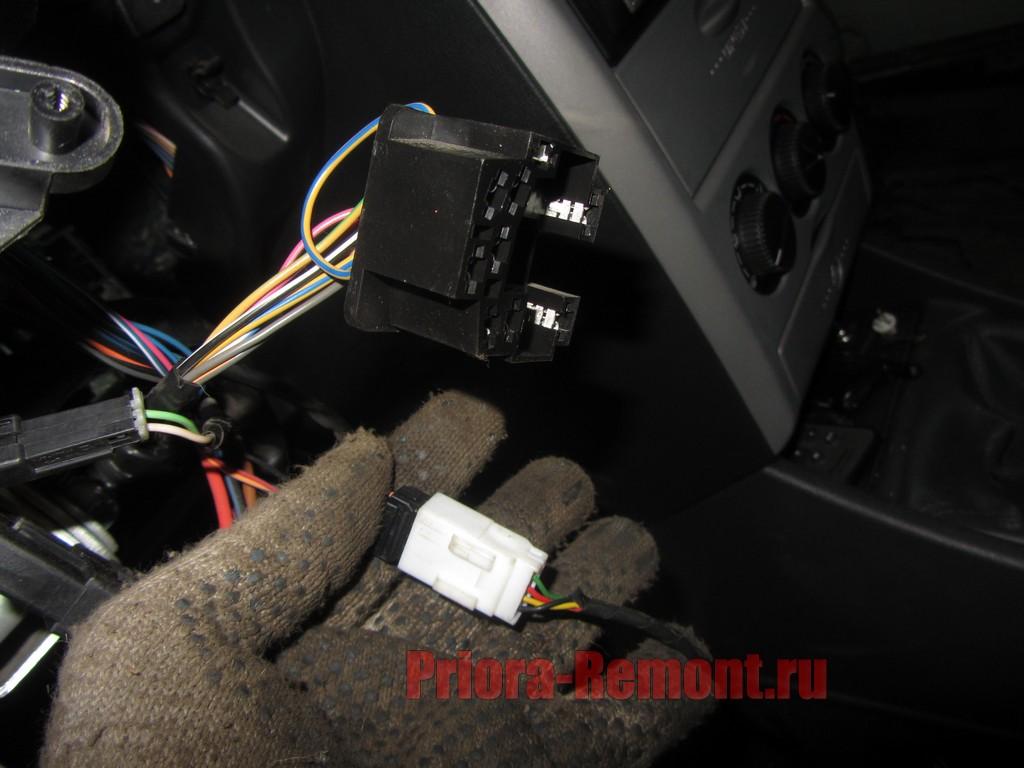 отсоединить провод питания от переключателя к кнопке БК на Приоре